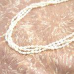 祖母の形見、淡水パールのネックレスを修理してもらいました。